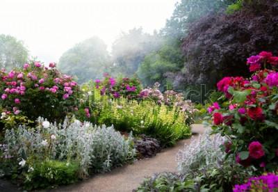Фотообои Художественные цветы утром в английском парке
