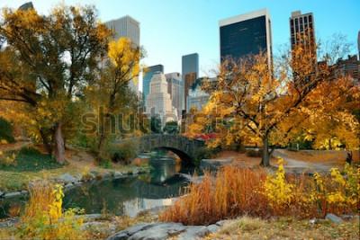 Фотообои Центральный парк Осень и здания в центре Манхэттена Нью-Йорк