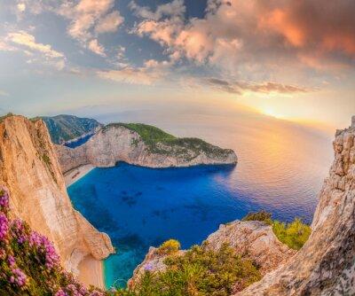 Фотообои пляж Навагио с кораблекрушения против захода солнца на Закинф в Греции