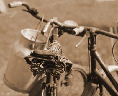 Фотообои старый велосипед прошлого века используется для транспортировки молока МИ