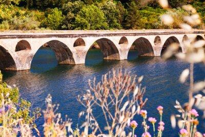 Фотообои Старый мост через озеро
