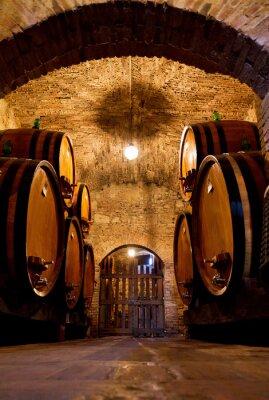 Фотообои Старый традиционный темный винный погреб с большими деревянными бочками