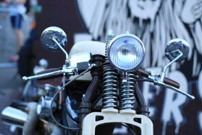 Фотообои Старый старинных мотоциклов с хромированными вставками и фарой