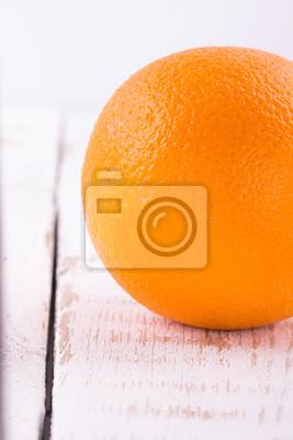 Оранжевый на белом старых досок