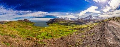 Фотообои Панорама долины с Арктическим моря и горы в Исландии