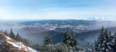 Фотообои Панорамный вид из горного хребта в долину