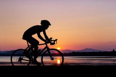 Фотообои Люди на пляже велосипедные