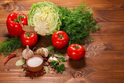 Фотообои Перец и помидоры с чесноком на марочное деревянный стол с этикеткой