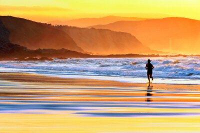 Фотообои Человек работает на пляже на закате