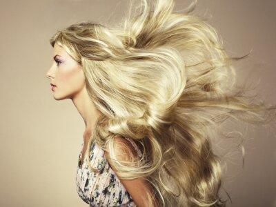 Фотообои Фото красивая женщина с великолепным волосами