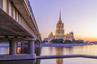Фотообои Розовый закат в гостинице Украины в Москве ночью