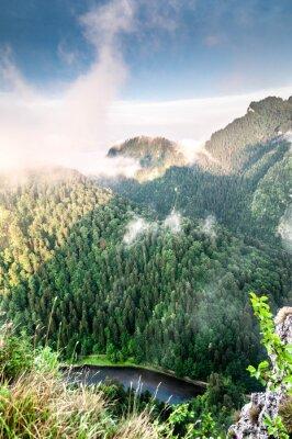 Фотообои Poranek w górach. Mglisty krajobraz.
