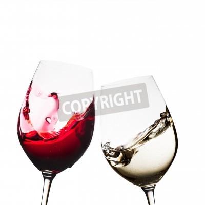 Фотообои Красное и белое вино очки изолированных
