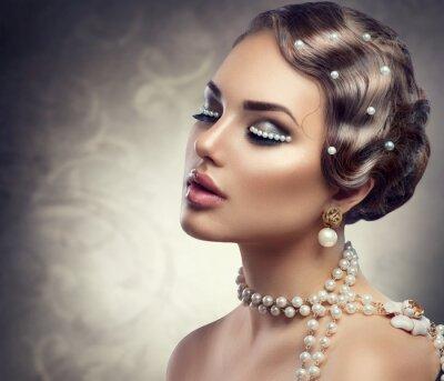 Фотообои Ретро стиль макияж с жемчугом. Красивая молодая женщина портрет