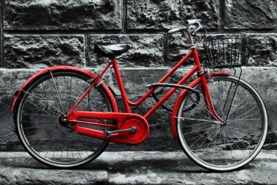Фотообои Ретро старинные красный велосипед на черно-белой стене.