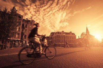 Фотообои езда на велосипеде в городе