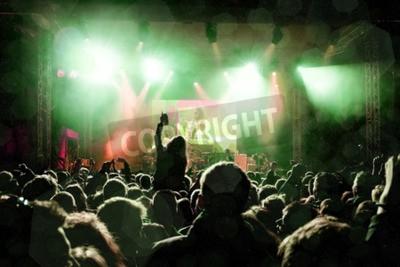 Фотообои Рок-концерт, силуэты счастливых людей, подняв руки
