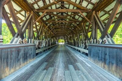 Фотообои Крытый мост Роуэлл - это крытый мост в Хопкинтоне, штат Нью-Гемпшир, по которому проходит Роуэлл Бридж Роуд через реку Контукук. Это длинный мост в стиле фермы.