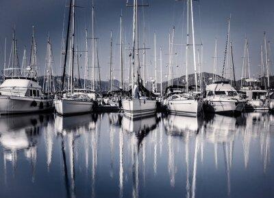 Фотообои Парус на лодке гавань вечером