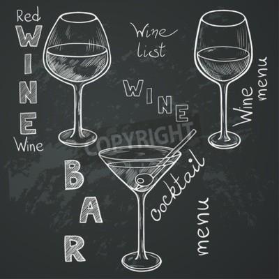 Фотообои Набор эскизные очки для красного вина, белого вина, мартини и коктейль на фоне классной доски. Рука, написанные буквы в стиле винтаж, обращается с мелом на доске.