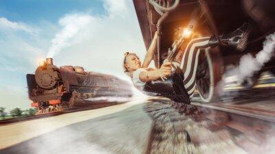 Фотообои Сексуальная женщина с пистолетом пытается остановить поезд.