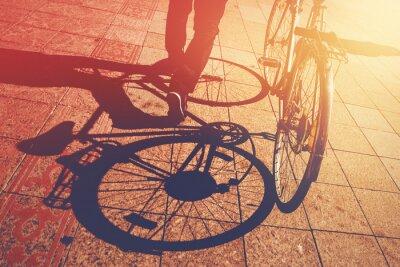 Фотообои Тень на тротуар, мужчина толкает велосипедов