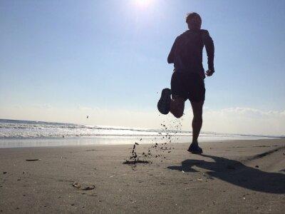 Фотообои Silhoette человека, работающих на пляже