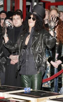 Фотообои Слэш, Ронни Джеймс Дио и Терри Бозцио. В январе 2007 года в Голливудском рок-клубе RockWalk в Голливуде, штат Вашингтон, состоялась акция RockWalk.