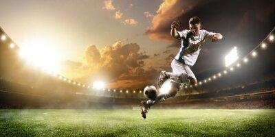 Фотообои Футболист в действии на закат стадион панорамы фоне