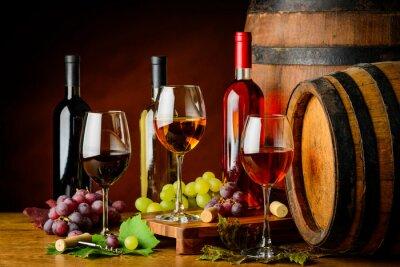 Фотообои сортов вина в бутылки и стаканы