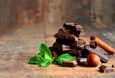 Фотообои Стек шоколадных кусочков с листьев мяты, ореха и корицы.