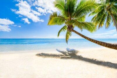 Фотообои Пляжный отдых на пустынном острове в море