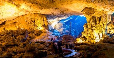 Фотообои Sung Sot пещера в бухте Халонг, Вьетнам