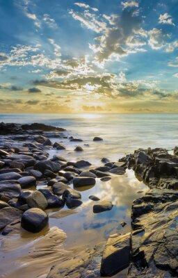 Фотообои Закат на скалистом пляже