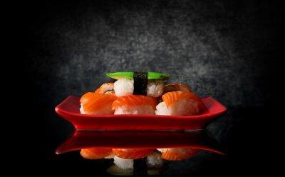 Фотообои Суши на красной тарелке