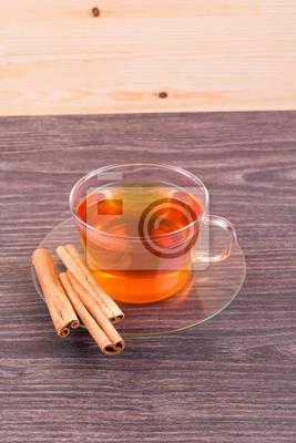 Чай, эклеры и корицы на столе