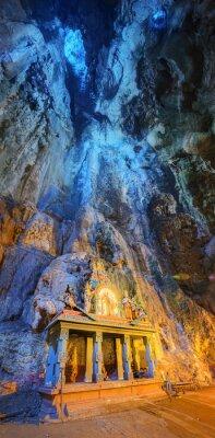 Фотообои Храм в середине пещеры в комплексе Пещеры Бату Темпл в Куала-Лумпур