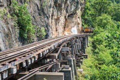 Фотообои Тайский Поезд на мосту через реку Квай в Канчанабури, Таиланд