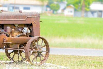 Фотообои античный трактор в рисовом поле