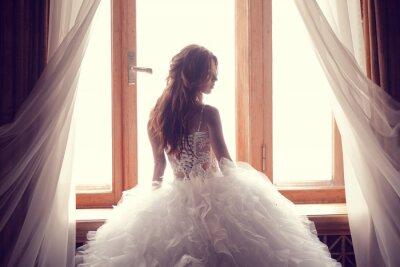 Фотообои Красивая невеста против окна в помещении