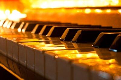Фотообои Клавиатура пианино в золотом свете