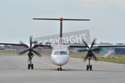 Фотообои Это вид EuroLOT плоскости Bombardier Dash-8 Q400, зарегистрированного в качестве ИП-EQC на варшавского аэропорта имени Фредерика Шопена. 30 июля 2015 года в Варшаве, Польша.