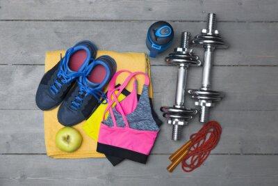 Фотообои вид сверху красочных фитнес-оборудования на деревянный пол