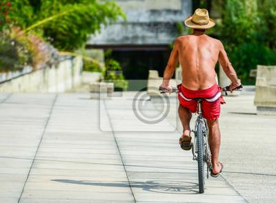 goliy-muzhik-na-velosipede-igra
