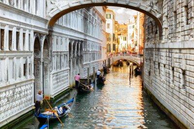 Фотообои Туристы в гондолах, плавающими под мостом вздохов в Венеции