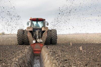 Фотообои Трактор с двойной колесный траншеекопатель рытье дренажного канала