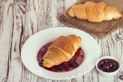 Фотообои традиционные круассаны с джемом на завтрак