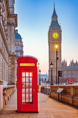 Фотообои Традиционные красные телефонные будки и Биг-Бен в Лондоне