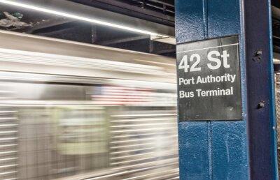 Фотообои Поезд ускорения в нью-йоркском метро. 42-й
