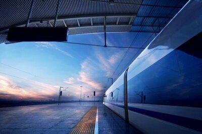 Фотообои остановка поезда на железнодорожной станции с закатом